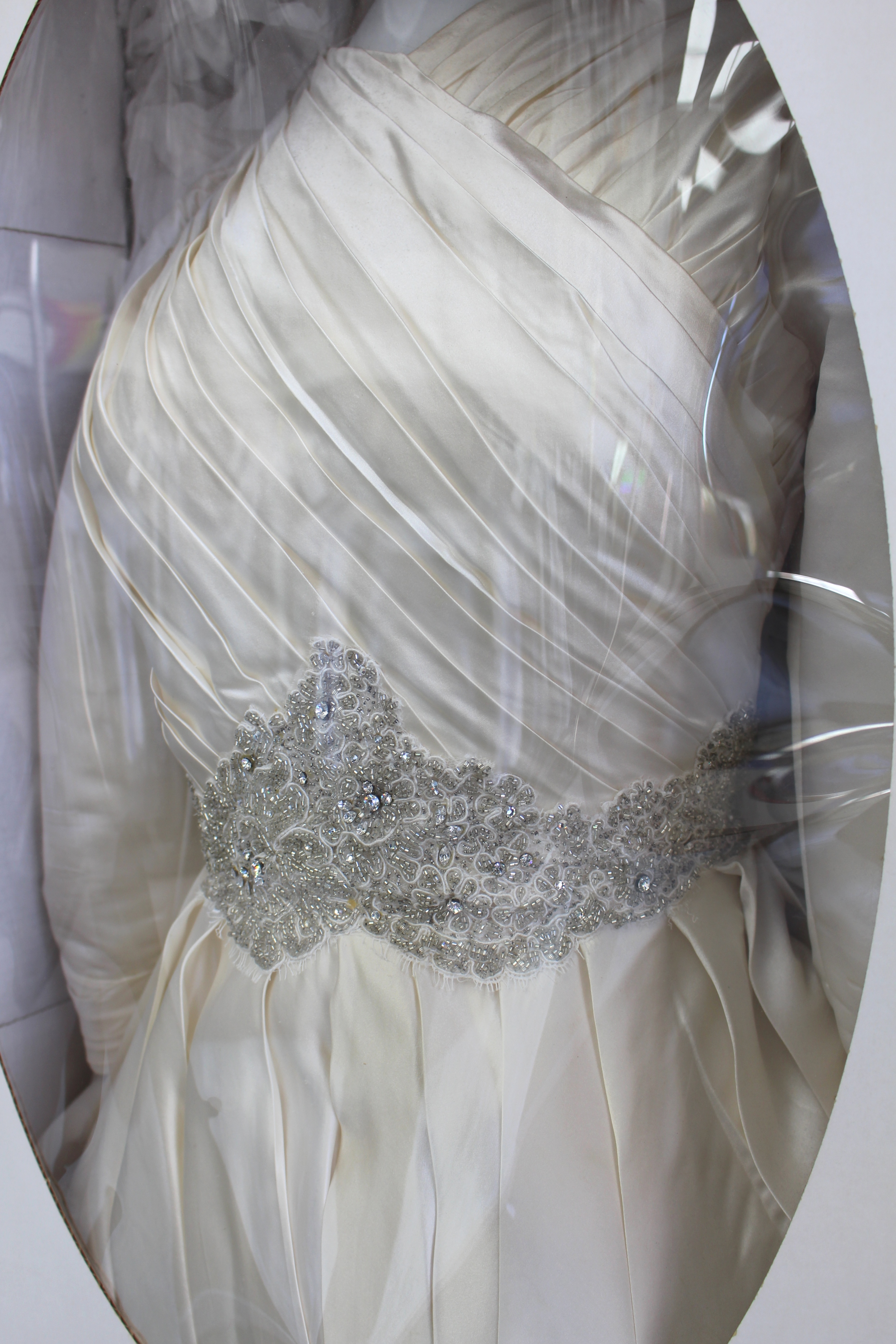 Tips to Keep a Clean Wedding Dress Throughout The Special Day - Pico ...